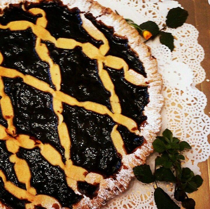 Our cake made with grapes jam La nostra torta fatta con la marmellata d'uva #Abruzzo #travel #italy #breakfast #navelli #abruzzosegreto
