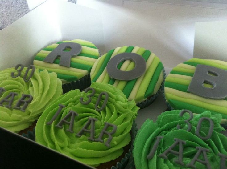 Cupcake 30 jaar #cupcake #birthday #boy #party #cake #green