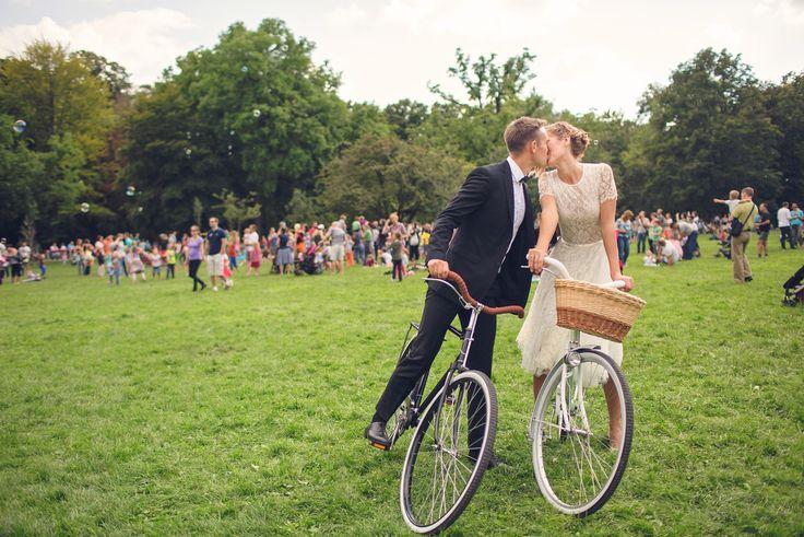 Detti's creative wedding photo in Daalarna