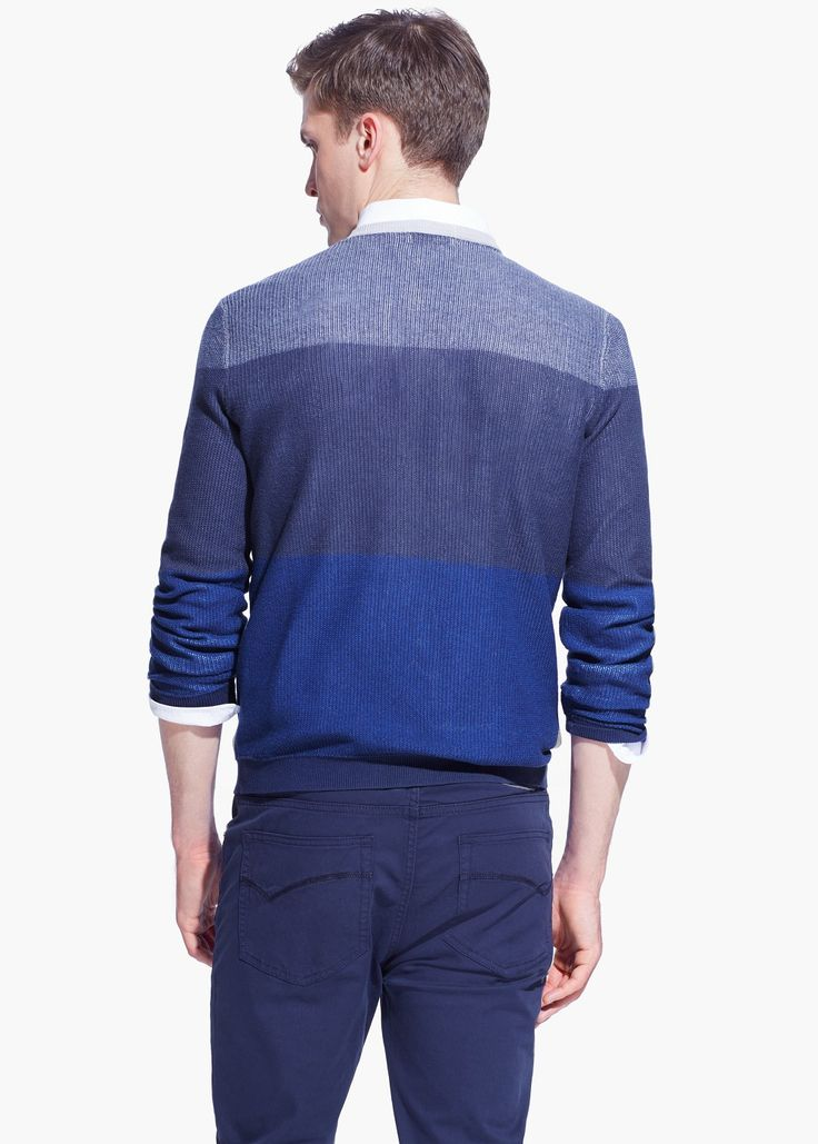 Pullover tricolore cotone - la sfumatura aiuta a portare l'attenzione in alto e al allargare le spalle. The different shades of blue help drive the attention up and widen your shoulders.