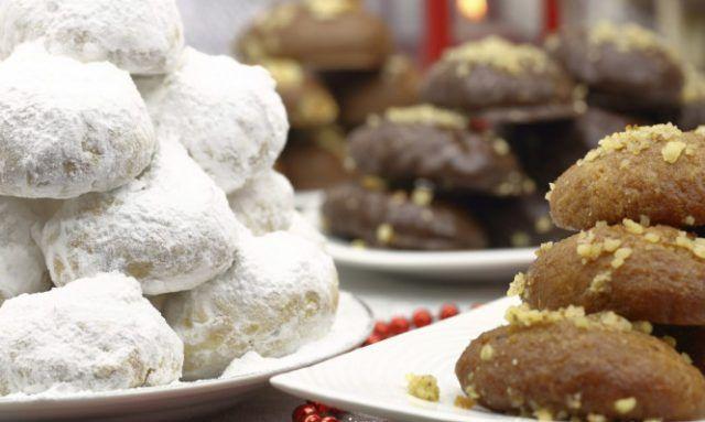 Μελομακάρονα και κουραμπιέδες: Πόσες θερμίδες έχουν όλα τα χριστουγεννιάτικα γλυκά!