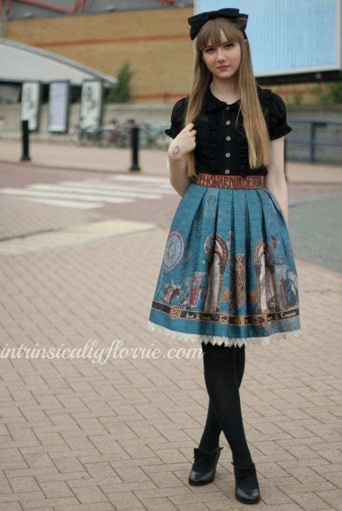 Hyper Japan: Lolita Street Style.    Oooh, this outfit is very, very nice!!!  Casual but nice coord !!