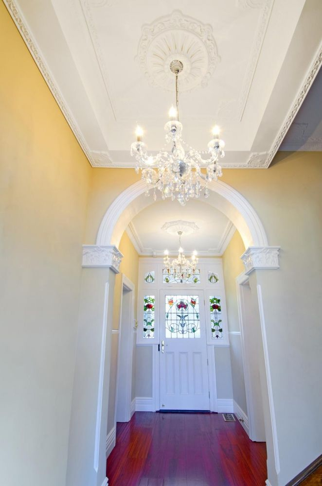 Entry hall using AS2 plaster strips with AK2 corner strips, AR60 ceiling centre, Custom Archway & AES2 corner staffs.