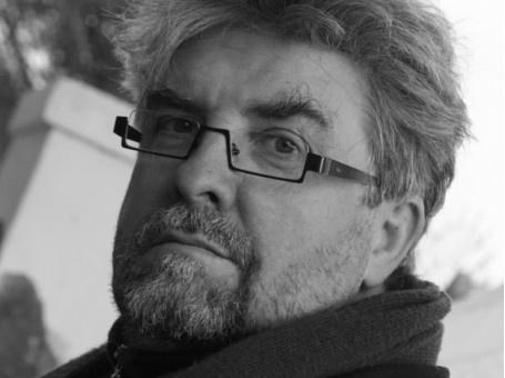 Op 12 juni 2013 biedt het Felix Poetry Festival een poëziemiddag aan in bibliotheek Permeke. Johan de Boose verwelkomt de Zuid-Afrikaanse dichter en schrijver Etienne van Heerden (°1954). Een unieke kans om deze auteur en zijn poëzie te leren kennen.
