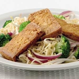 Recept - Krokante tofu met Thaise noedelsalade - Allerhande