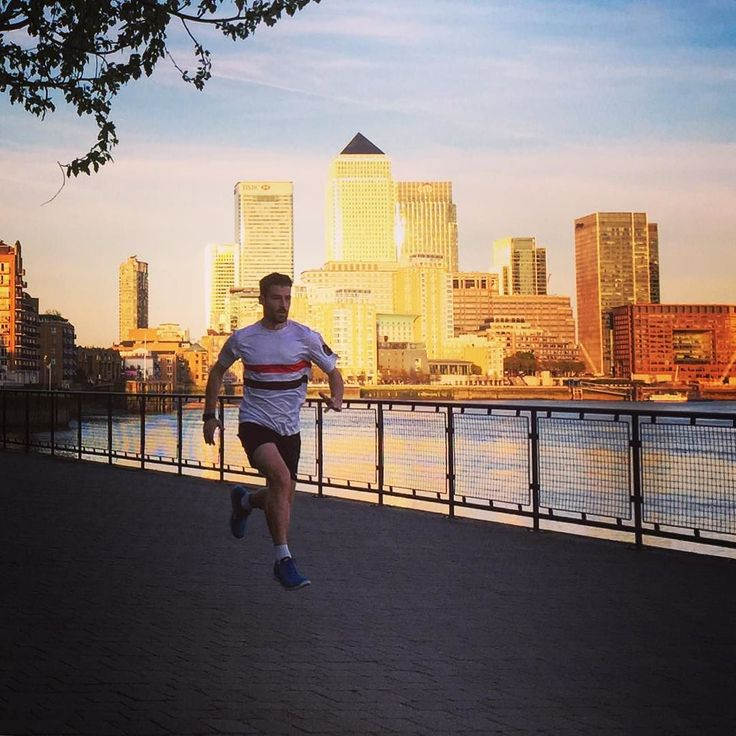 Only a 35min run this evening as have a race at the weekend but how frickin cool does London look this evening?!  #goldenhour #run #running #runner #instagood #london #athletics #athlete #parkrun #ukrunchat by racing.jamie