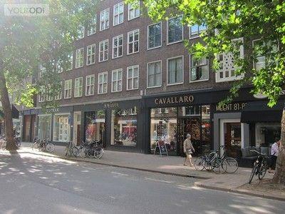 De Meent brengt je van de Coolsingel naar de Pannekoekstraat. Dit is dé urban street van Rotterdam met chique kledingzaken en streetwise shops. Een adres dat inmiddels tot ver buiten Rotterdam bekendheid heeft verworven is café Dudok. Dit is op ieder moment van de dag een drukbezochte ontmoetingsplaats waar je zowel binnen als buiten kunt genieten van een hapje en een drankje.