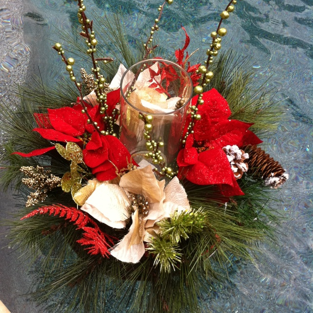 Christmas pool float!Add Holiday, Decor Christmas, Dolphins Pools, Festivals Poolside, Holiday Poolside, Dallas Dolphinpoolsuppli, Christmas Pools, Holiday Christmas Decor, Poolside Decor