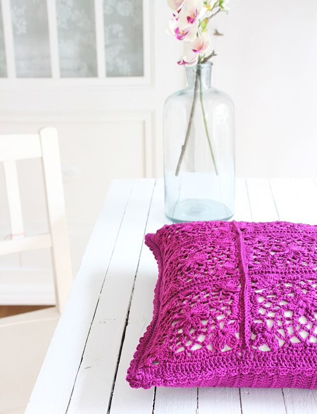 Haekelkissen-in-Violett by Bleu et Rosé