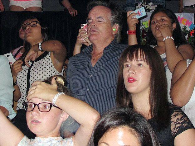 Ce père qui a emmené sa fille à un concert des One Direction.   17 pères qui feraient n'importe quoi pour leur fille