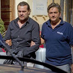 Stanato il camorrista di underworld: arrestato Di Caterino, viveva dietro il box doccia - Il Sole 24 ORE