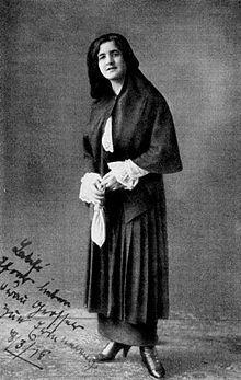 Latife Uşşaki'nin, piyano hocası Anna Grosser-Rilke'ye gönderdiği imzalı fotoğrafı, 1918--12 HAZİRAN 1975 - Latife Hanım, (Uşaklıgil), Atatürk'ün eşi (d. 1898)