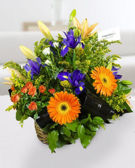 Aranjament floral cu irisi, crini, gerbera, trandafiri si Slidago.     Flower arrangement with irises, lilies, roses and Solidago.