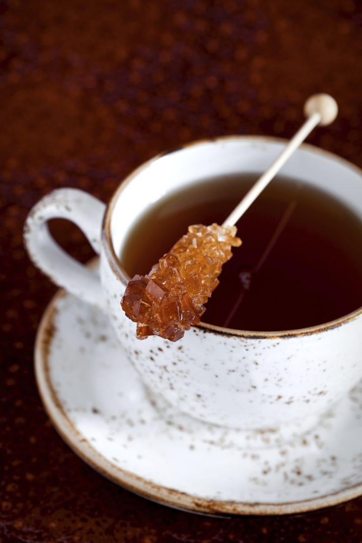 Je kent ze vast wel, de stokjes kandijsuiker die je bij koffie- en theewinkels kunt kopen en zó slecht maar zó lekker tegelijkertijd zijn. Heerlijk bij een kopje koffie of thee, of gewoon zo. Op de blog She Knowsvonden we een fijn, makkelijk recept voor het zelf maken van de stokjes, inclusief verschillende kleuren! Let […]