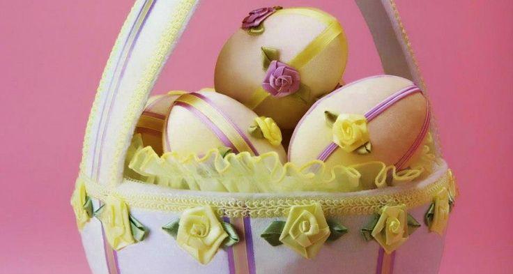 Bársony bevonatú tojások, kosárkában