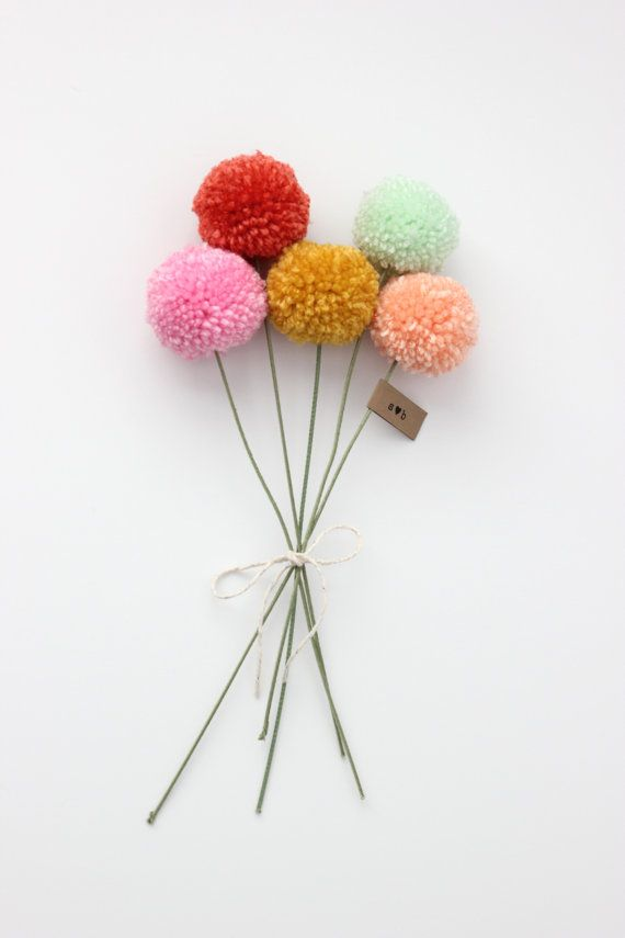 mini yarn pom pom flowers bouquet
