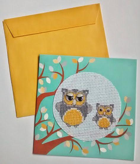 Sowy - kartka z kopertą, handmade. Haft krzyżykowy na kanwie białej, oczy wypukłe, ruszające się. Wymiary kartki to 12x12 cm.
