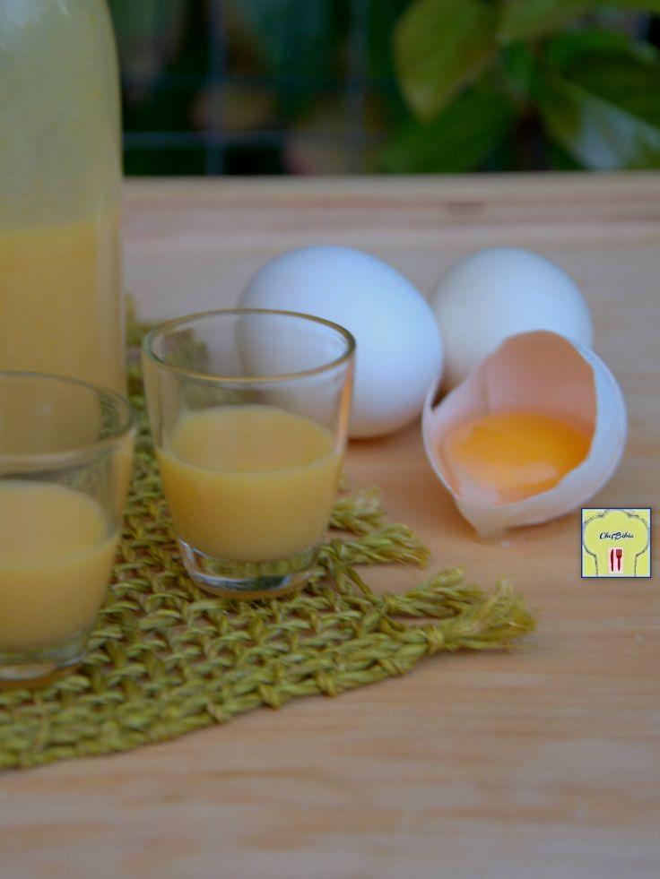 Il VOV è un delizioso liquore a base di uova di origini antiche, noto come ricostituente ed energizzante, facilissimo da fare: scoprite la ricetta!