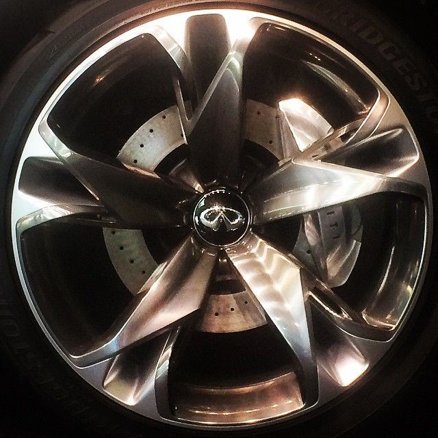 Beautifully intricate two-piece wheel on the #Infiniti #QX30 concept