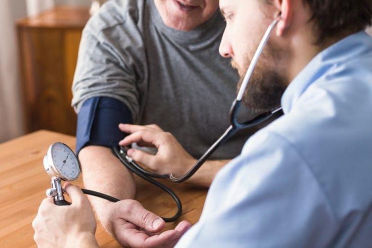 El primer estudio sobre la medicación para la hipertensión y los trastornos del estado de ánimo encontró que cuatro de los medicamentos más comúnmente recetados para esta condición podrían incrementar el riego de admisión médica causada por alteraciones en el estado de animo relacionadas con la depresión y trastorno bipolar. El estudio está disponible en Hypertension, y según sus datos dos de los medicamentos evaluados podrían incrementar el riesgo de los trastornos del estado de ánimo, uno…