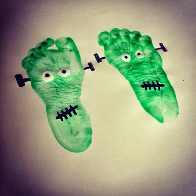 A cute zombie craft to make with your family! It will look so cute hanging up on your wall