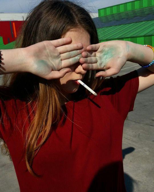 . #ragazza #girl #cute #carina #tumblr #sole #sun #hair #capelli #hands #mani