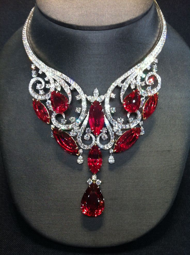 •♥•✿ڿڰۣ(̆̃̃•Aussiegirl  #Jewellery Magnificent necklace, 180 carats