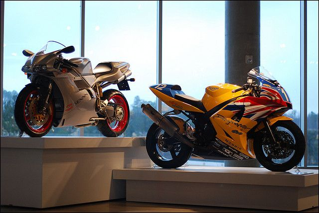 Ducati 916 Senna & Triumph Daytona 600 | Flickr - Photo Sharing!