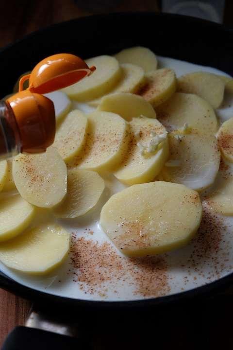 ホワイトソースもオーブンも必要ないレシピ〜ジャガイモのチーズグラタン:一つのフライパンでジャガイモを煮る