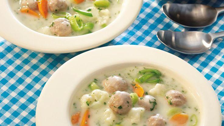 Gemüse-Hackbällchen-Suppe | Ein Suppen-Klassiker-Rezept: Gemüse-Hackbällchen-Suppe, cremig fein und einfach köstlich.