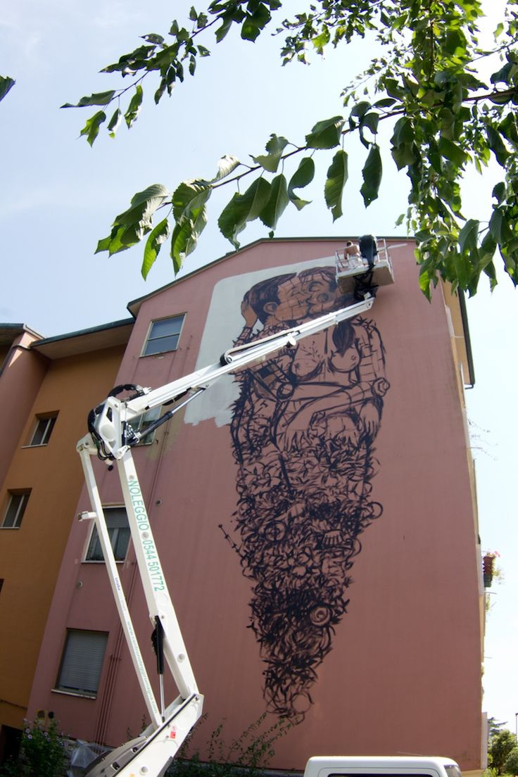 """The Last Kiss"""" – A New Mural by Street Artist Pixel Pancho in Ravenna // Italy 