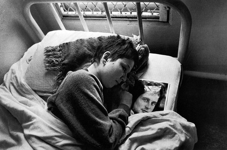 Mary Ellen Mark / Mona in Bed with Photo, Oregon State Hospital, 1976