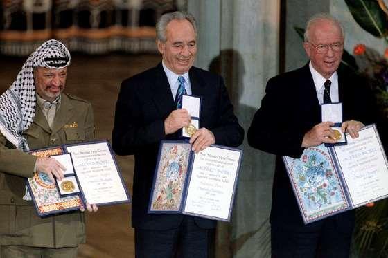 В 1994 году Шимон Перес, Ицхак Рабин и Ясир Арафат получили Нобелевскую премию мира за усилия по дос... - Reuters/Pixstream