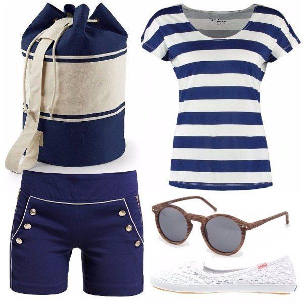 """Outfit casual caratterizzato da shorts a vita alta stile """"marinaio"""" con maglietta a righe e uno zainetto a sacco. Le scarpe assicurano comfort per passeggiate ma allo stesso tempo il pizzo dà un tocco di stile"""