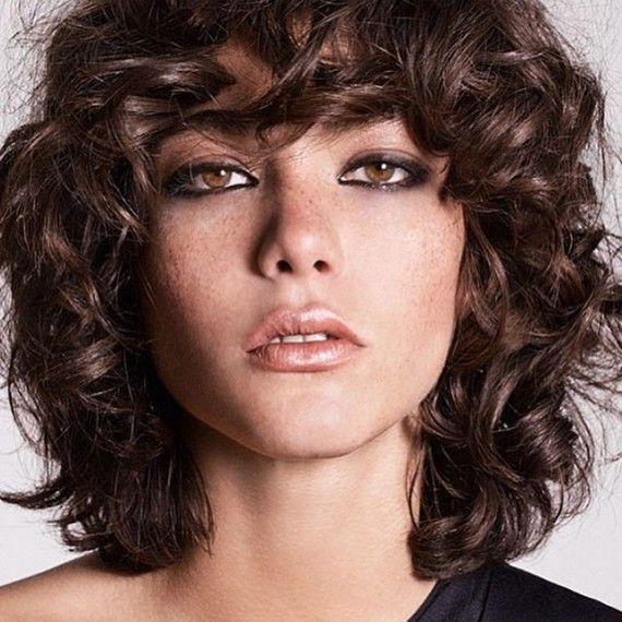 Imagen cortes-de-pelo-rizado-medio-largo del artículo Cortes de pelo para mujer Otoño Invierno 2016 – 2017