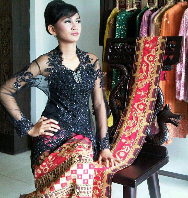 Kebaya dan sarung tapis by:Raswan Tapis