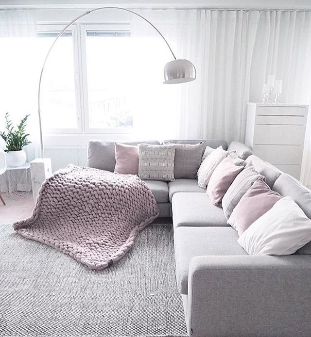 Shoutout no. 25 ⭐️ - goes to my dear and talented friend Annamaria! ❤ This living room is to die for and a chunky throw is a must this season!  Go follow @lifelikevino for more amazing inspo...you'll love it!  Thank you so much for participating in my SFS! ▫️▫️▫️▫️▫️▫️▫️▫️▫️▫️▫️▫️▫️▫️▫️▫️▫️ #nordichome #nordicdesign #scandinavianhome #nordiskehjem #nordicliving #nordicinspiration #nordicminimalism #mynordicroom #mykindoflikeinspo #putti123 #bybetina #kajastef #inspoformilla ...