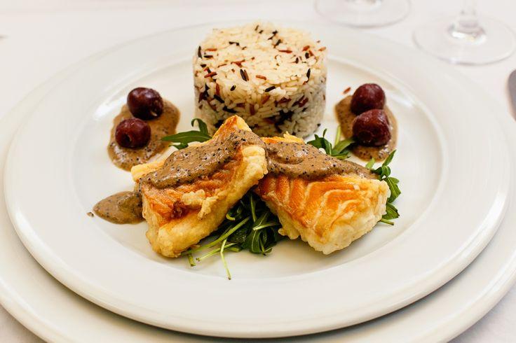 Wedding menu 2016 - Antreu cald => File de cod servit cu orez salbatic si parmezan asezonat cu sos de icre daneze si visine. Check it out: http://www.conacularchia.ro/nunti-botezuri/