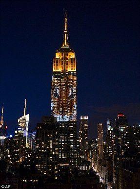 米国ニューヨークのエンパイア・ステート・ビルでは、 絶滅危惧種の画像を映し出すプロジェクションマッピングが行われました。
