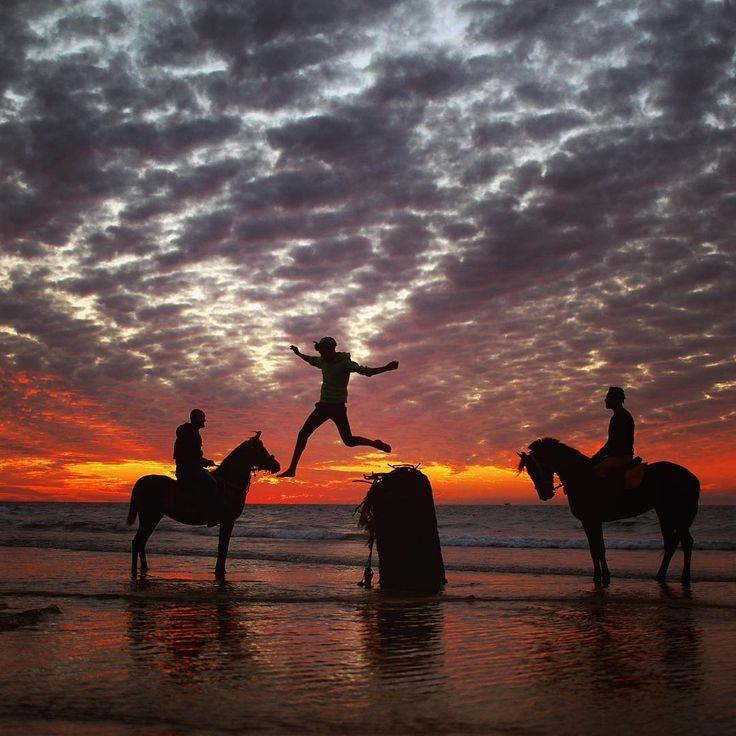 @wissamgaza   Palestinian youth ride horses during #sunset along Gaza beach in west Gaza City, Gaza Strip, 20 January 2017. By Wissam Nassar @wissamgaza #wissamgaza