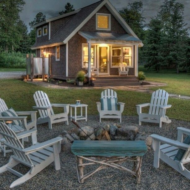 Cute, quaint, I like the style and the outdoor set up. The area grass is a plus <3