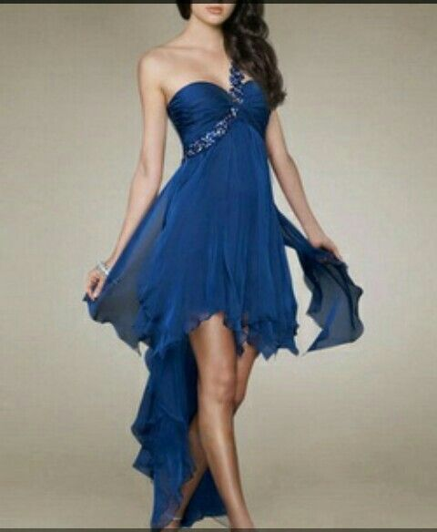 Vestido corto por delante largo por detrás pero elegante y moderno a la vez