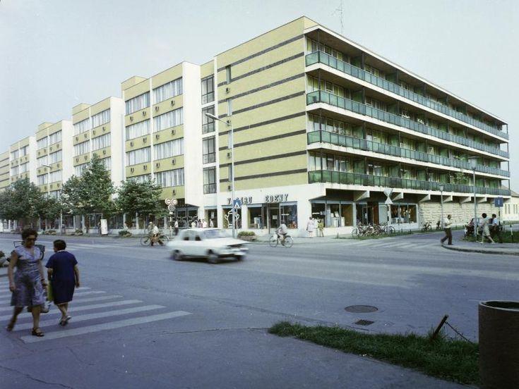 Andrássy út (Tanácsköztárság útja) - Lepény Pál utca sarok.