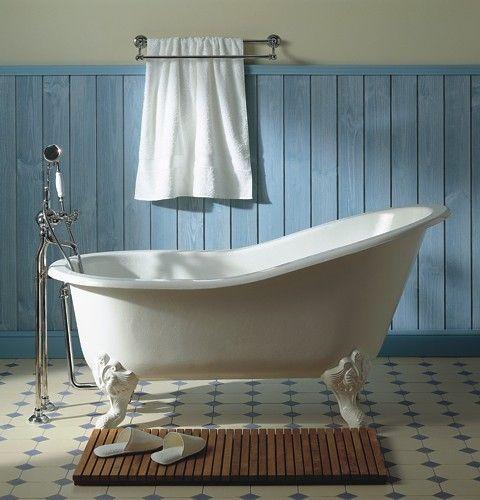 Love claw foot tubs!Old House, Bath Tubs, Dreams, Blue Wall, Clawfoot Bathtubs, Clawfoot Tubs, Bathroom Ideas, Claw Foot, Cast Iron