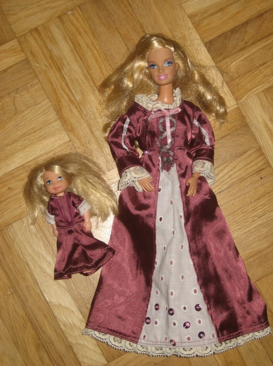 """""""Tangled""""-dresses for Barbie and her sister Kelly."""