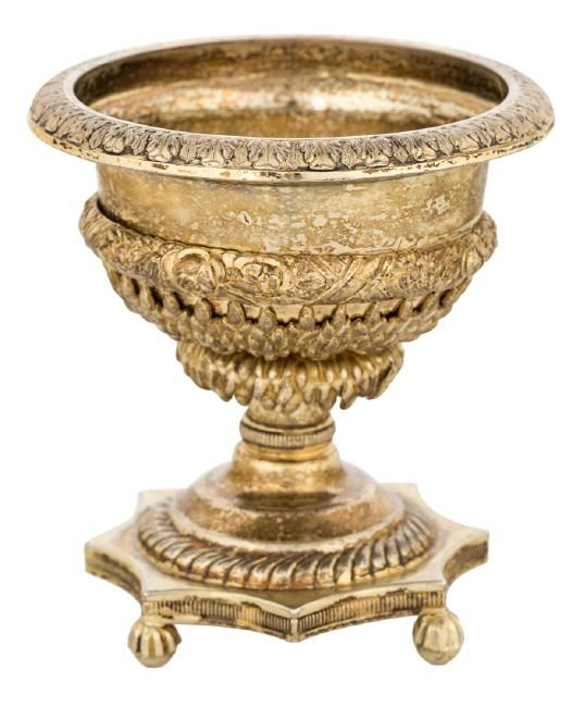 AN ANTIQUE RUSSIAN GILT SILVER CAVIAR STAND IN THE FORM : Lot 306
