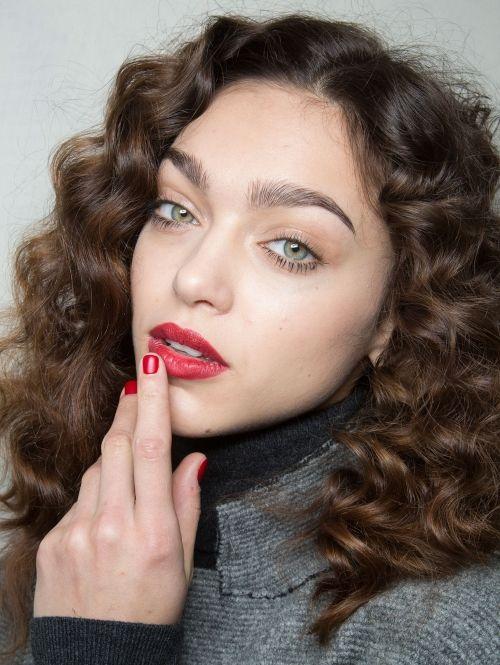 Rode lippen en nagels Gespot @ Blugirl a/w 2015| ELLE