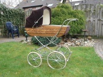 Te koop ouderwetse kinderwagen