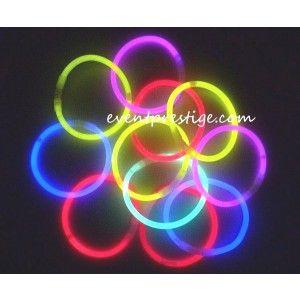 100 Bracelets fluo lumineux couleurs assorties àmettre dans vos verresen touilleur,puis se transforment en bracelet. Luminosité XL ! Durée XL ! Super qualité // 17.88€