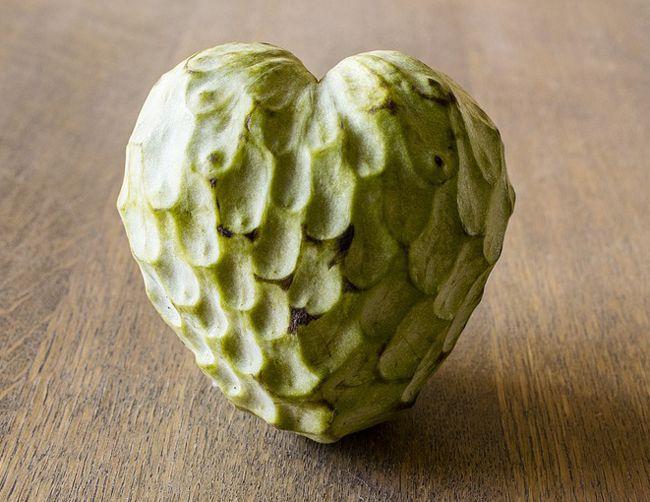 L'anone ou la chérimole, fruit tropical en forme de coeur